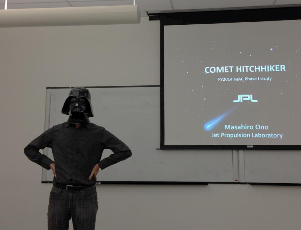 カリフォルニア大学ロサンゼルス校でもマスク姿でプレゼンした小野氏。